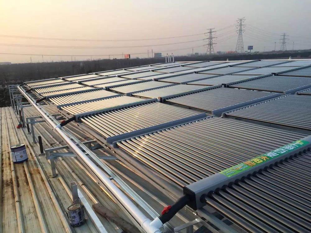 空气源热泵与太阳能合用系统
