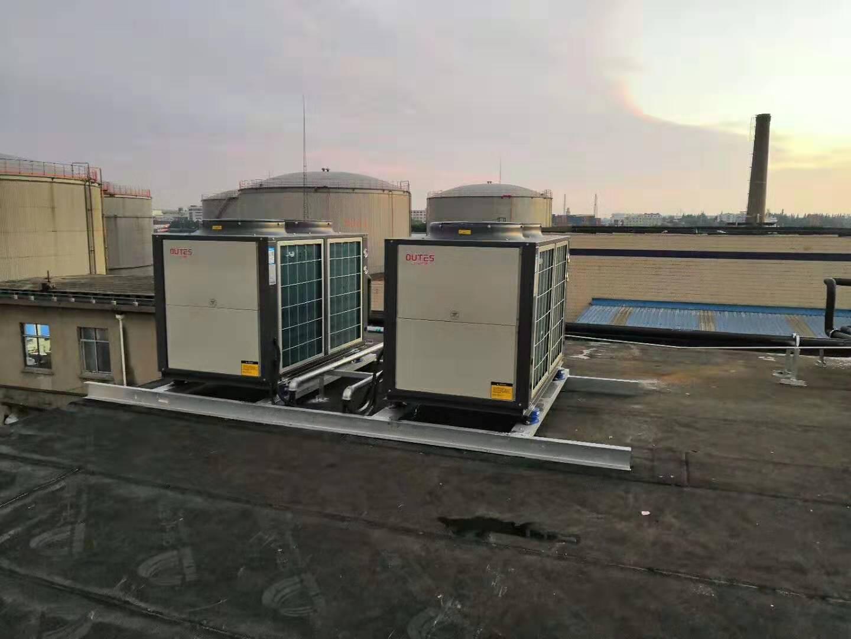 太阳能集热器与空气源热泵热水机组联合供热